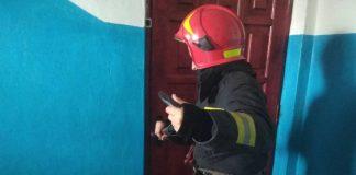 Рятувальники допомогли відкрити двері до квартири, де знаходилася хвора жінка