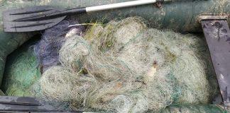 Рибінспектори продовжують витягувати із Дністра браконьєрські сітки у великій кількості