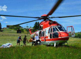У віддалене гірське село Дземброня продукти харчування ще й досі доставляють гелікоптерами надзвичайників