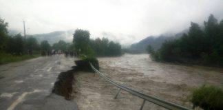 Сильні опади у ніч на суботу знову наробили лиха на Франківщині