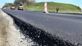 Дорожники проводять активний ремонт дороги Татарів - Кам'янець-Подільський