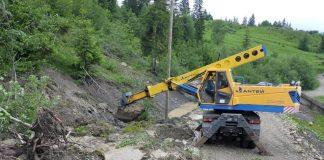 Негода зруйнувала дороги в двох районах на Прикарпатті - сотні мешканців сіл опинились відрізаними від світу