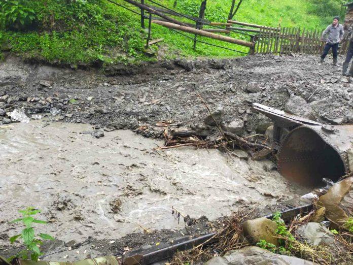Негода на Прикарпатті: через дощі відсутнє транспортне сполучення до 3-х населених пунктів області