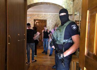 """На Франківщині викрили """"реабілітаційні"""" центри, де незаконно утримували людей"""