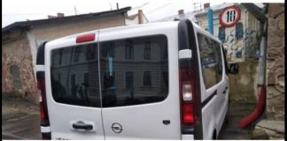 На Прикарпатті оштрафували водія-порушника, який виїхав на тротуар та перекрив рух пішоходам