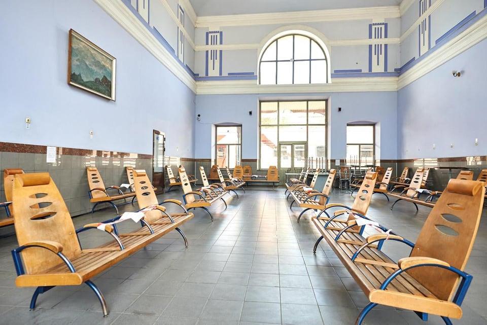 У Франківську продовжать роботи з відновлення фасаду залізничного вокзалу ФОТО