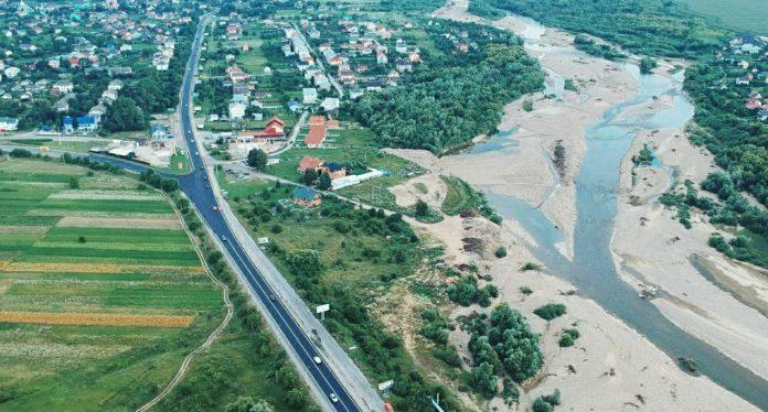 Рух через міст та кільцеву розв'язку у Чернієві відкрито ФОТОФАКТ