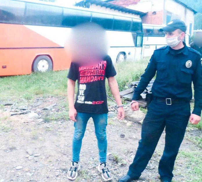 Верховинські поліцейські оперативно затримали грабіжника ФОТО