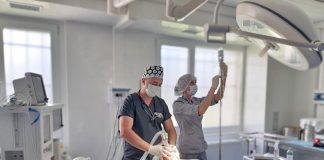 У обласній лікарні Франківська оперують пацієнтів з важкими травмами