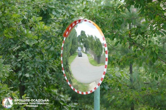 У Брошневі встановили дорожнє дзеркало безпеки