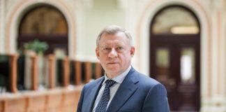 Голова НБУ Яків Смолій подав у відставку, заявивши про систематичний політичний тиск