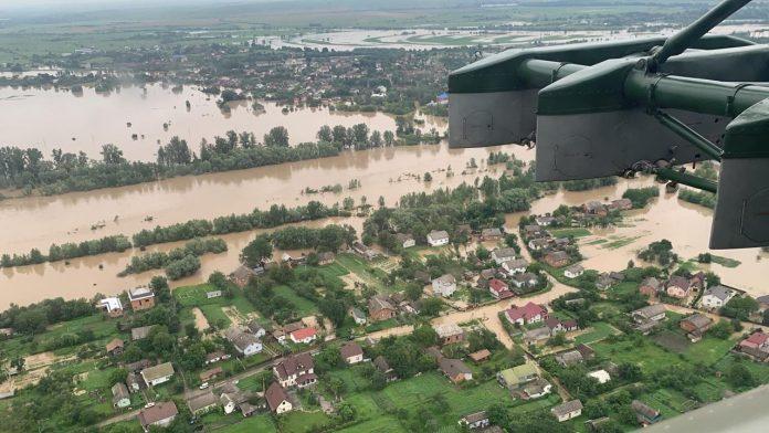 Прикарпатці нарікають на несправедливий розподіл грошей ля постраждалих від повені: відео