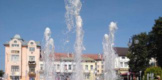 Прикарпатця оштрафували за купання у фонтані