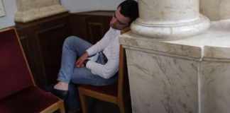 Солодкий сон нардепа: «слуга Львівщини» задрімав під час засідання Ради