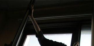 Франківець після сімейної сварки хотів вистрибнути з вікна - на заваді стали патрульні