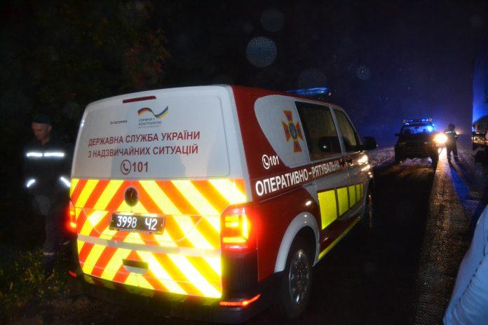 Цієї ночі на Калуській трасі трапилася смертельна ДТП - тіло загиблого із понівеченого авто вдалося витягнути лише рятувальникам