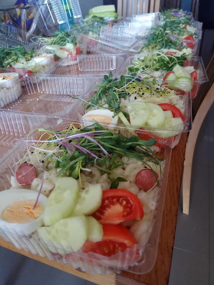 У Івано-Франківську кожного тижня роздають безкоштовні обіди нужденним ФОТО