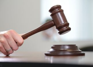 Франківський суд оштрафував продавчиню, яка торгувала без рукавичок