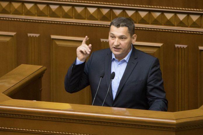 Одіозний нардеп-мільйонер Люшняк виклав кругленьку суму за котедж у Буковелі