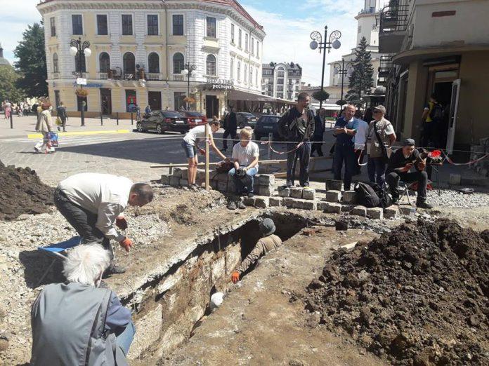 Франківська мерія посилено контролюватиме відновлення благоустрою на місці розкопок ВІДЕО