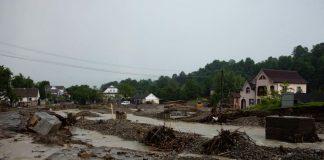 Мешканці гірських сіл Прикарпаття після повені і досі живуть в руїнах