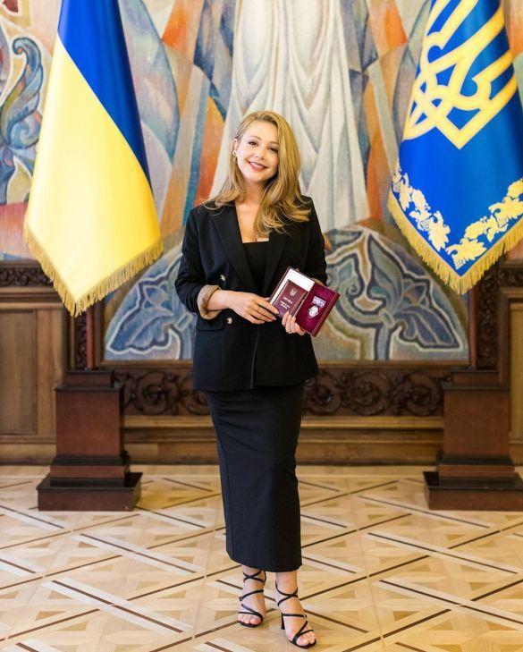 Зіркову франківчанку Тіну Кароль нагородили почесною державною відзнакою ФОТО