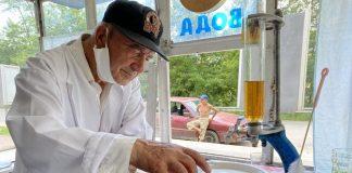 Про діда Иванчика, який у Верховині понад 60 років воду продає