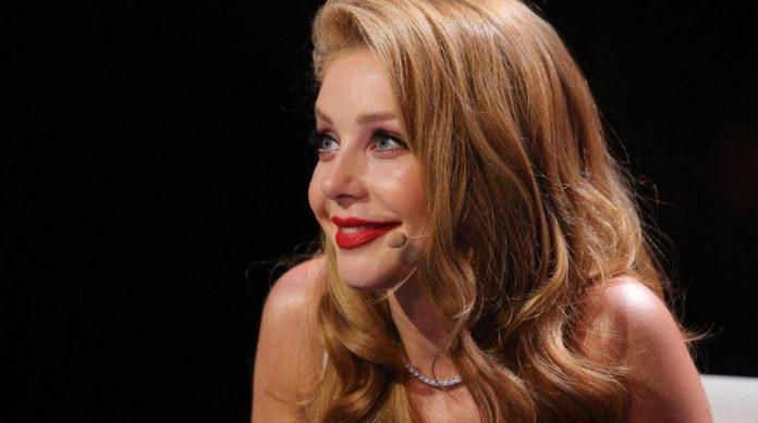 Відома франківська співачка виклала у мережу свої напівоголені фото
