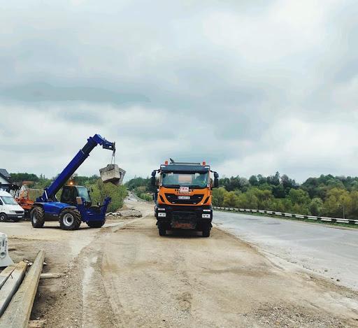 Прикарпатських водіїв, які їдуть через Боднарів, закликають бути обережними - триває ремонт мосту