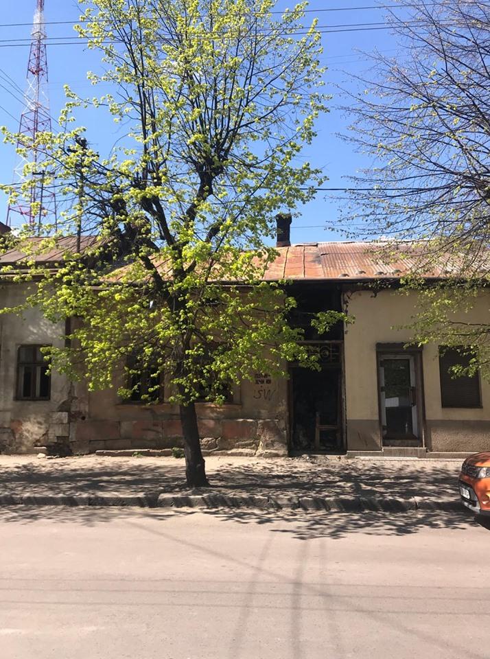 В середмісті Франківська занепадають дві столітні кам'яниці ФОТО
