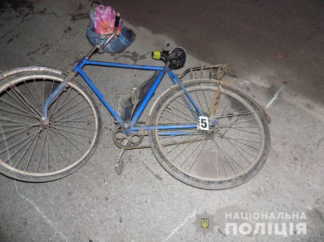 У Калуші під колесами буса ледь не загинув літній велосипедист