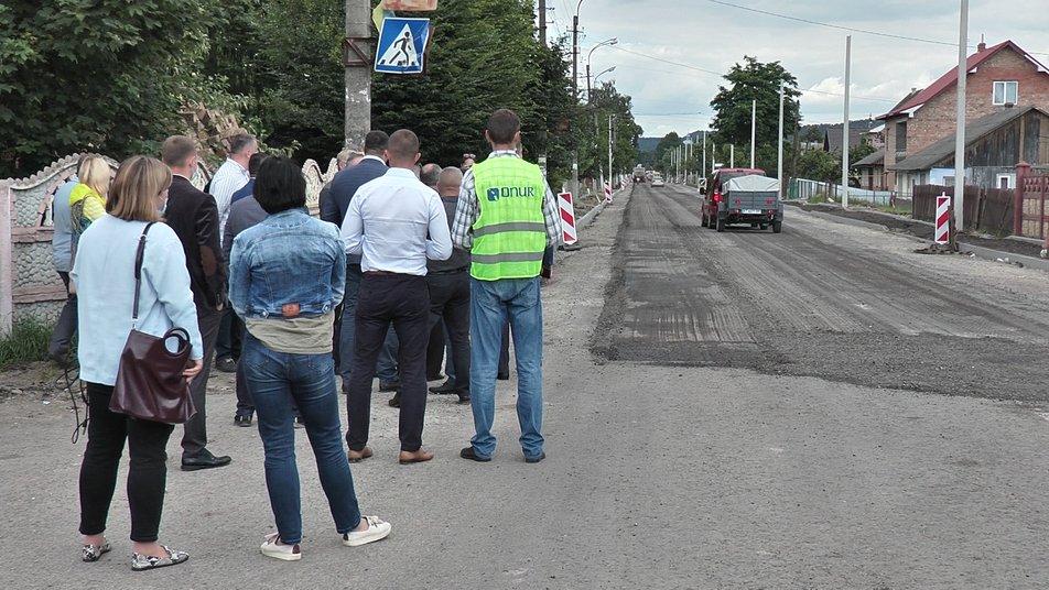 Турецька компанія безкоштовно ремонтує дорогу на Прикарпатті ФОТО, ВІДЕО