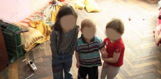 Живуть в бруді та без їжі. Горе-матір з Коломийщини занедбала п'ятьох малолітніх дітей ВІДЕО