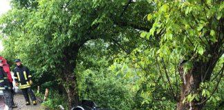 На Прикарпатті внаслідок ДТП автівка ледь не злетіла в обрив