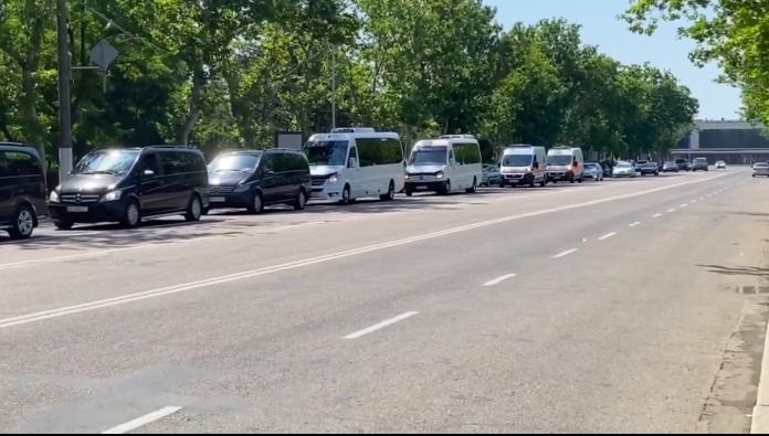 «Цар-батюшка приїхав»: в Одесі зняли кортеж Зеленського. Відео