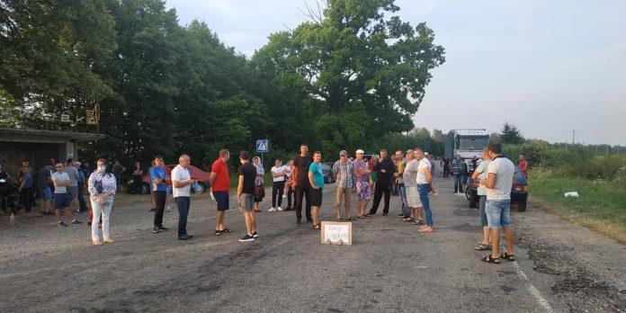 Мешканцям сіл Росільна та Космач пообіцяли розпочати ремонт дороги