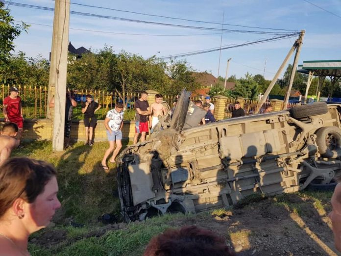 На Прикарпатті трапилася ДТП, за попередніми даними загинула сім'я: фото