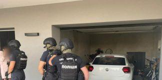 На Прикарпатті двоє чоловіків викрали з автомобіля 200 тисяч гривень