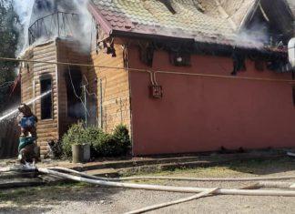 """Під час пожежі у кафе """"Криниченька"""" згорів мансардний поверх"""