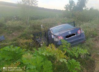 Чергова ДТП на Прикарпатті: одна з автівок опинилась у кюветі ФОТОФАКТ