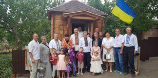 На Луганщині освятили капличку із гуцульськими іконами, зведену прикарпатськими волонтерами ФОТО