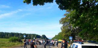 На Франківщині обурені мешканці перекрили дорогу: схема об'їзду