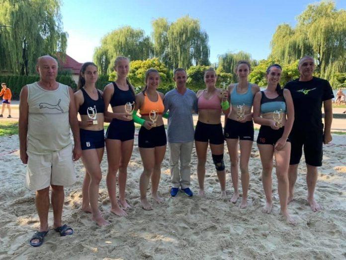 У Франківську відбувся святковий турнір із пляжного волейболу