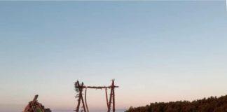 У Карпатах на вершині Ґрофи встановили гойдалку ФОТО