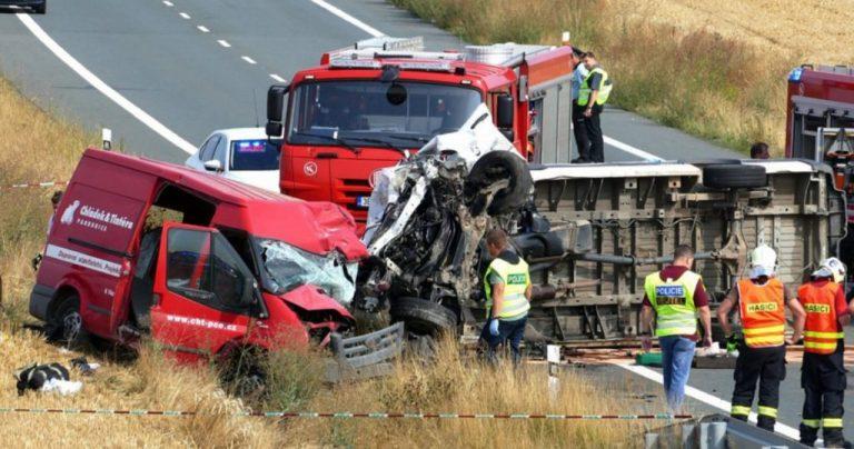 Трагічна ДТП в Чехії: за попередньою інформацією загинули два брати з Прикарпаття, третій - в лікарні ФОТО