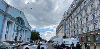 Київський банк захопив терорист з гранатою, погрожує підірвати разом із заручниками