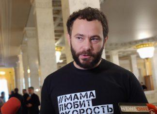 Зе-депутата Дубінського помітили в київському кафе у сандалях Gucci за 690 євро. Фото