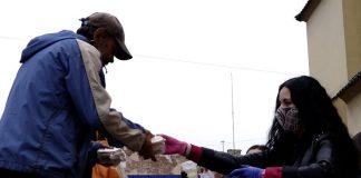 Франківська волонтерка святкує свій день народження з безхатченками