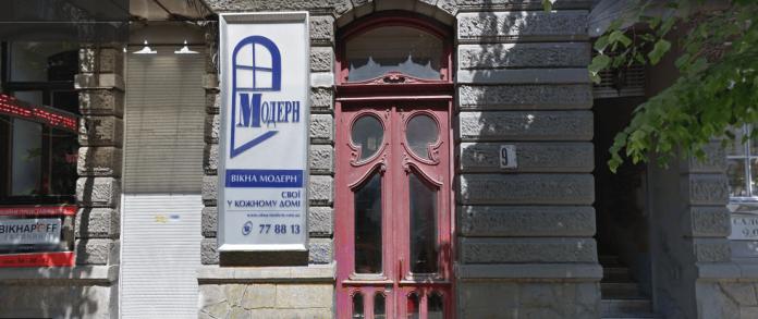 За ремонт двох вінтажних дверей у центрі Франківська, місто заплатить 200 тисяч гривень