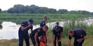 Прикарпатські надзвичайники витягнули з озера чоловіка, що тонув - на жаль врятувати життя йому не вдалося